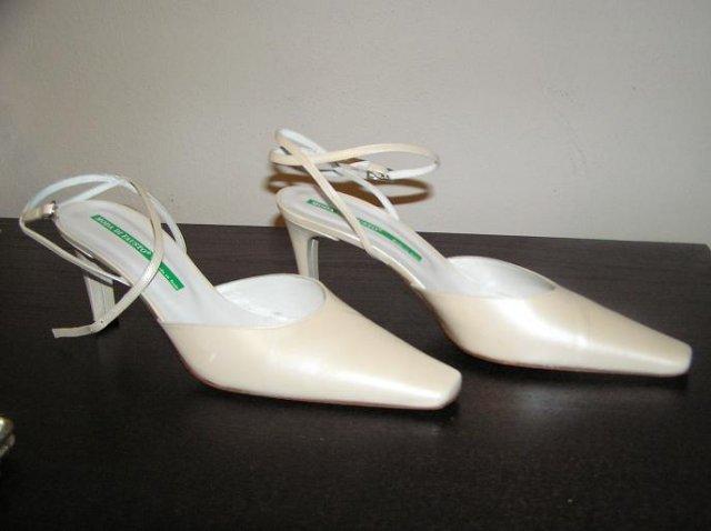 Barbora+Tomi - blbá fotka, ale sú to moje topánočky :-)