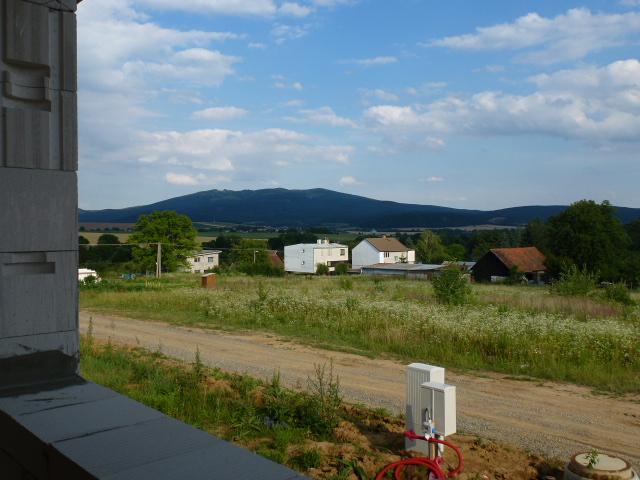 Krok za krokom... - Výhľad z obývačky na Slanské vrchy...