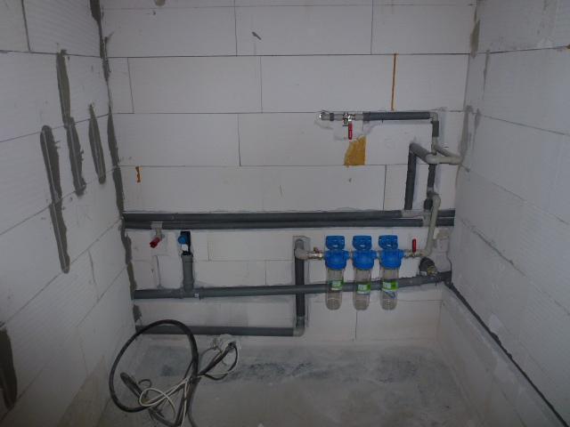 Krok za krokom... - Rozvod vody v technickej miestnosti po dokončení...