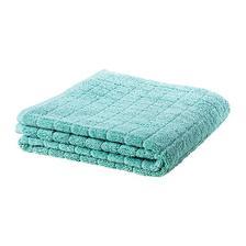 Z ručníku z Ikey by se dal ušít polštářek do tyrkysové ložnice...
