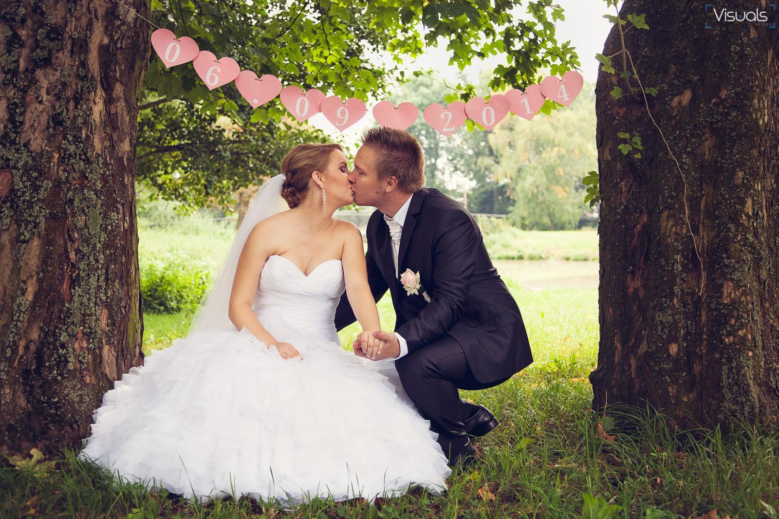 Lubika{{_AND_}}Michal - moja jediná ručne robená vec na svadbu :D - girlanda :)