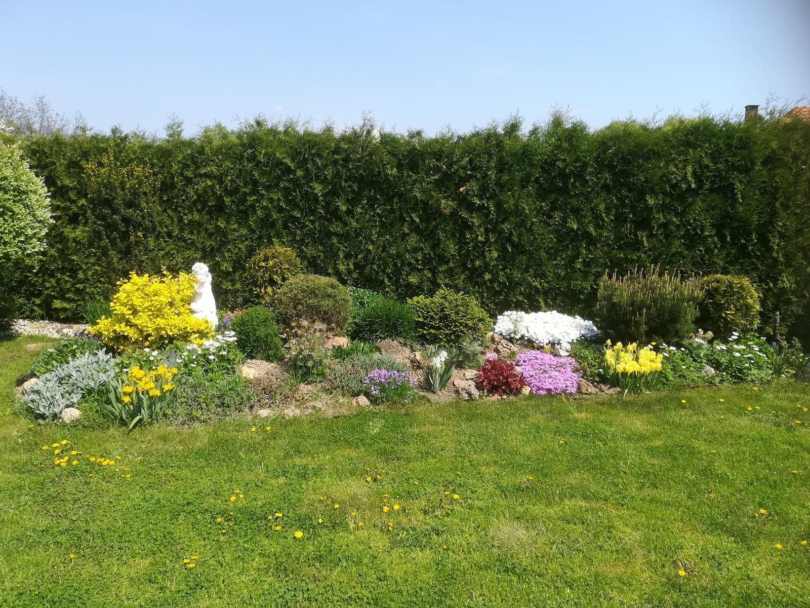 Na dvore a v záhrade - Obrázok č. 379