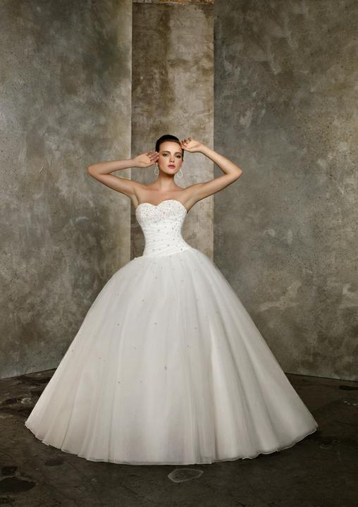 Keby som sa mohla odviazať, moja svadba snov by vyzerala takto... - zdroj obrázku: http://www.morilee.com/Bridals/blu/4614