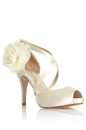 Čo už mááááme... - svadobne sandalky :)