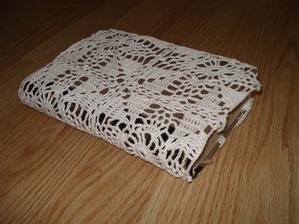Ještě jsem na tu knížku uháčkovala obal. :-)