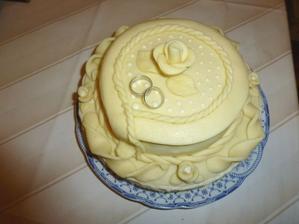 Mamča pojala oslavu narozenin jako test dortu. Je výborný, jen to teda není zrovna pivní tématika, ale trochu romantiky jí dovolit musím... :-)