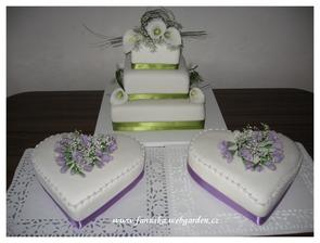 a k dortu tyto 2 srdíčka