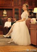 Snehobiele svadobné šaty s vlečkou , 38