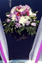 Květiny na auto, vydržela nám skoro 2 týdny po svatbě - více ke květinové výzdobě v ,,doporučuji profesionály,,