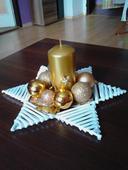 dekorácia v zlatej farbe,