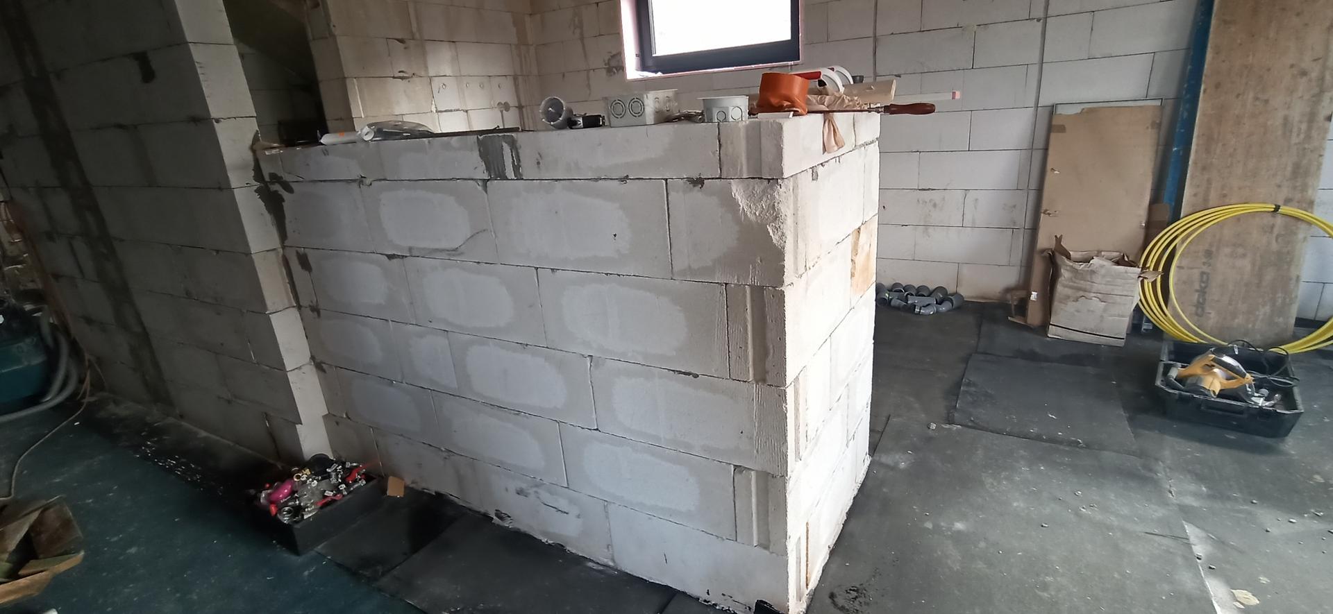Náš domček ❤️🏡 - Vymurovaný kuchynský pultik rohový.