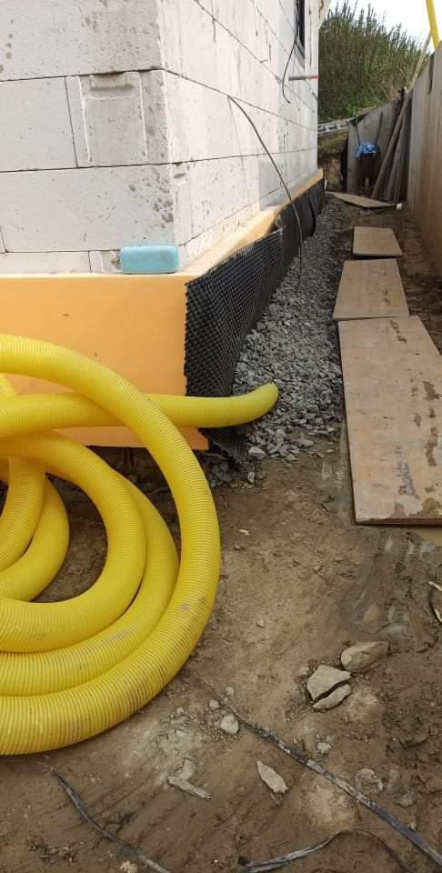Náš domček ❤️🏡 - Pracujeme na drenáži okolo domu. Odvodnenie.