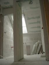 Horni koupelna - vpravo bude luxferova zed