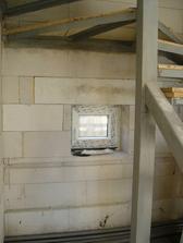 okynko pod schody