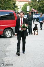 Jo, maminkám a svědkyni kytky předal a mě řekl, že já už si ji stejně vzala sama :)
