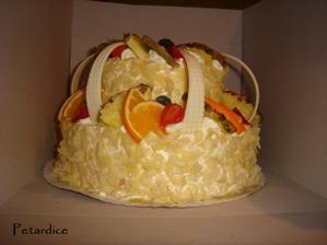 Ovocný dort z boku