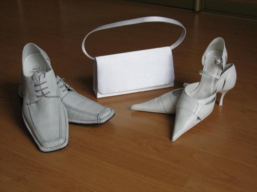 Lenka a Erik - príprava na 11.3.2006 - naše svadobné topánočky a kabelka...