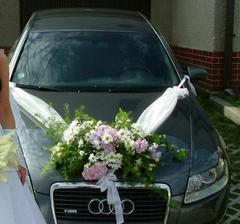 Výzdoba auta - mušelín a stužky sú už kúpené, kvietky sa objednajú...