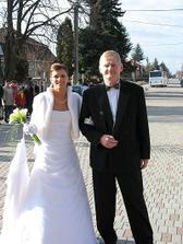 S najlepším tatkom na svete - tesne pred vstupom do kostola...