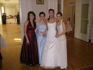 Vydala som sa prvá spomedzi kamarátok - spolužiačok :-) Dúfam, že ma budú nasledovať a zabavíme sa aj na ich svadbách :-)