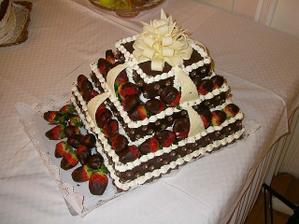 Môj manželík mal presne v deň svadby aj 30. narodeniny, tak som mu ako prekvapenie dala takúto tortičku... Mňam mňam