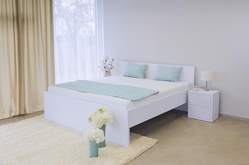 S vůní dřeva - Dřevěná postel Tropea