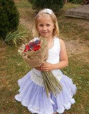 Neteř už sukénku dostala odemne k narozeninám a teď se bude náramně hodit :-) Je to moje malá princezna...