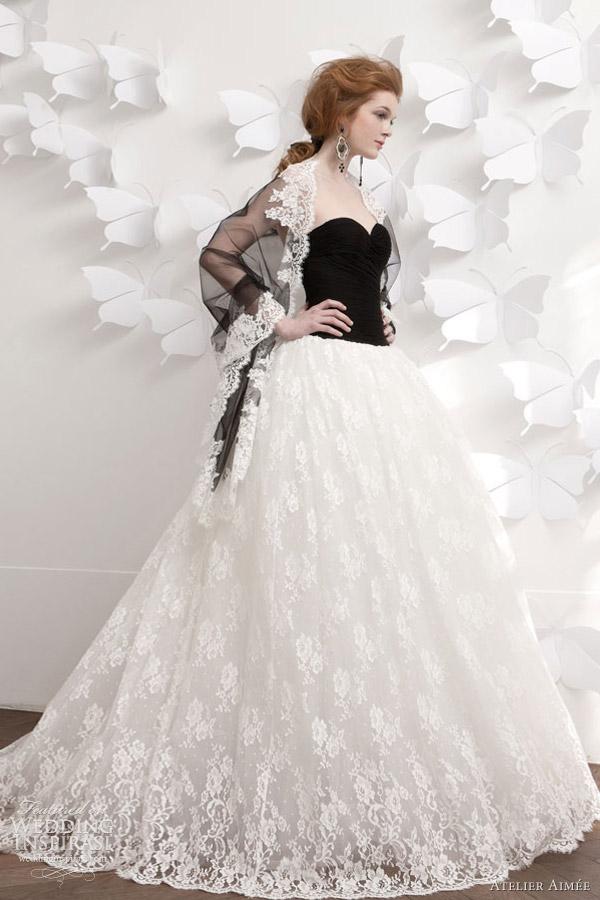 Šaty.....Zaujímavé, originálne, či extravagantné? - Jednoducho nádhera! A tá štóla je neskutočná! :-)