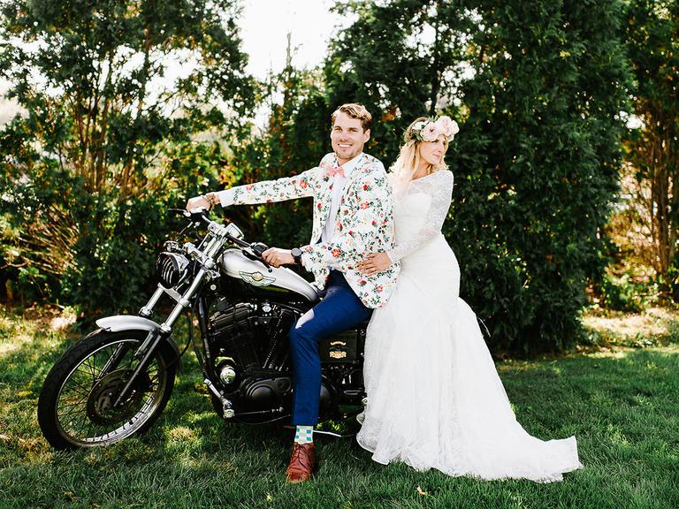 Svadba v štýle motoriek - Aj takto romanticky môžu vyzerať fotky s motorkou...:-)