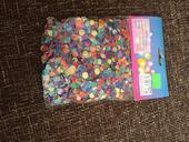 Barevné konfety,
