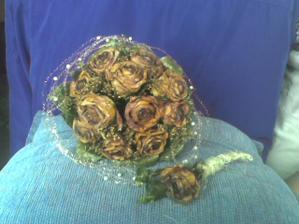 Takto vyzera moja svadobná kytička po 8 mesiacoch od svadby.....