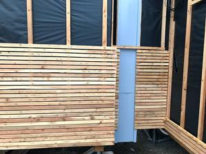 dřevěné obložení v procesu