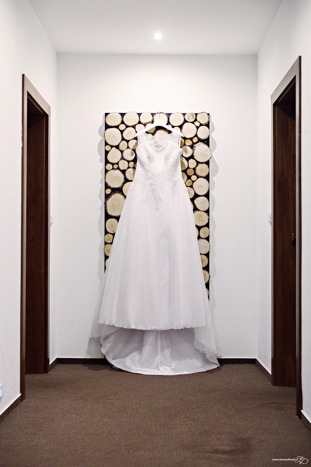 Svatební šaty Agnes šité na míru - Obrázek č. 2