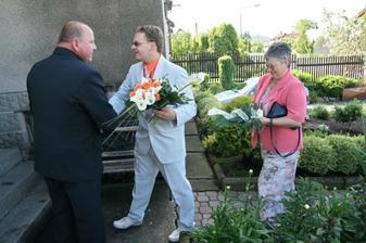 tatínek vítá ženicha