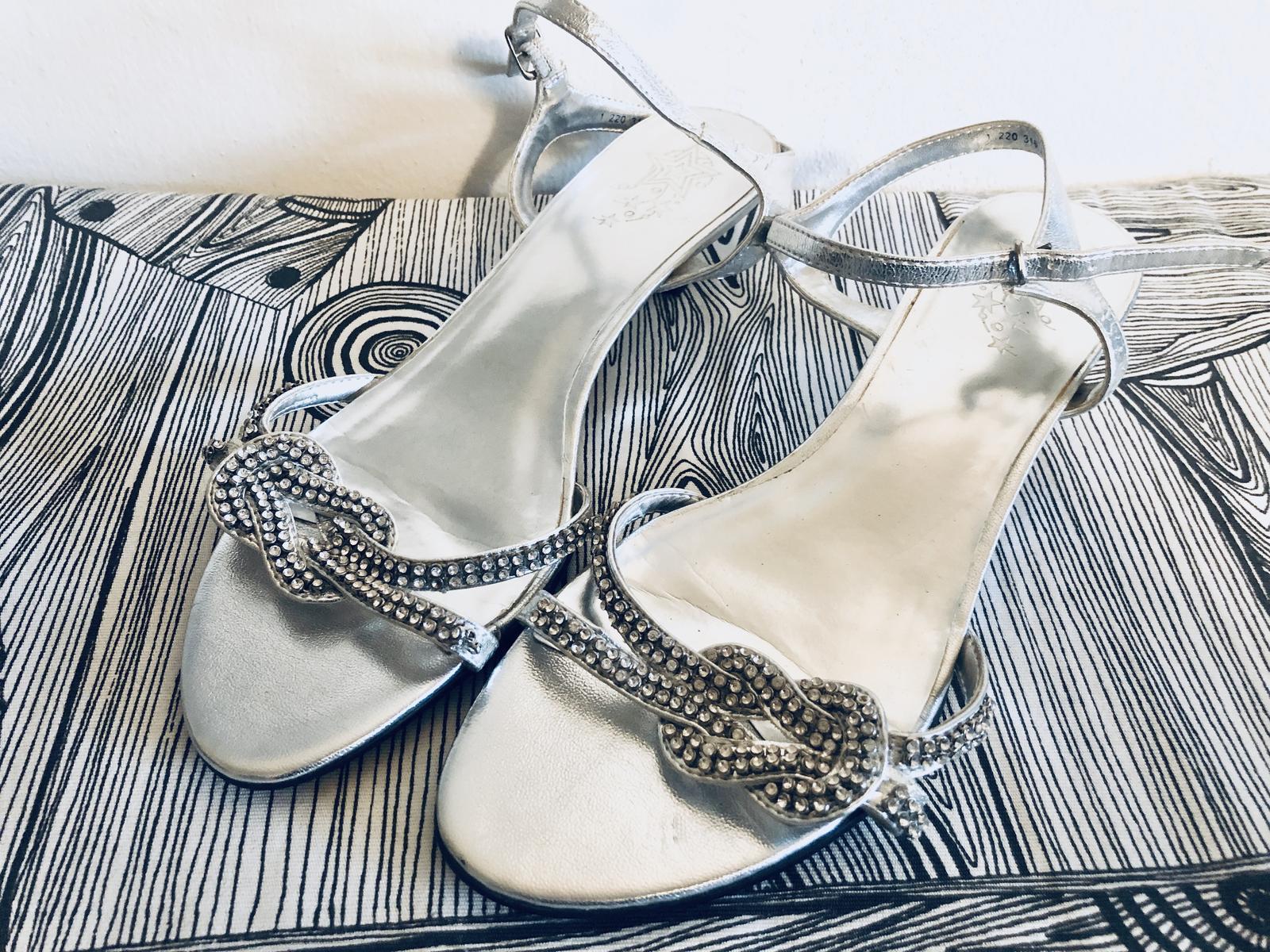 Nové stříbrné sandálky 39 - Obrázek č. 1