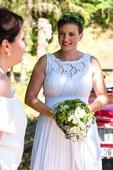 Jednoduché svatební šaty, profesionálně vyčištěné , 40