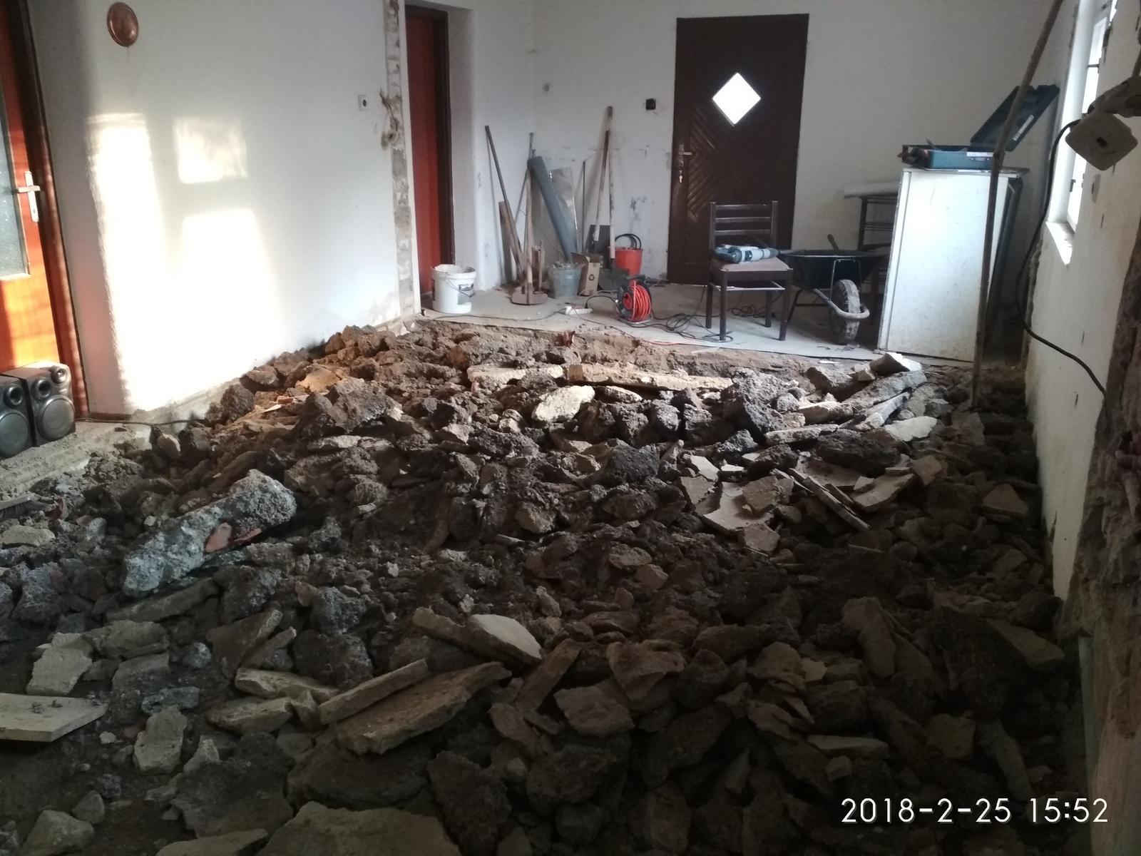RD Ličartovce rekonštrukcia - Búranie podlahy