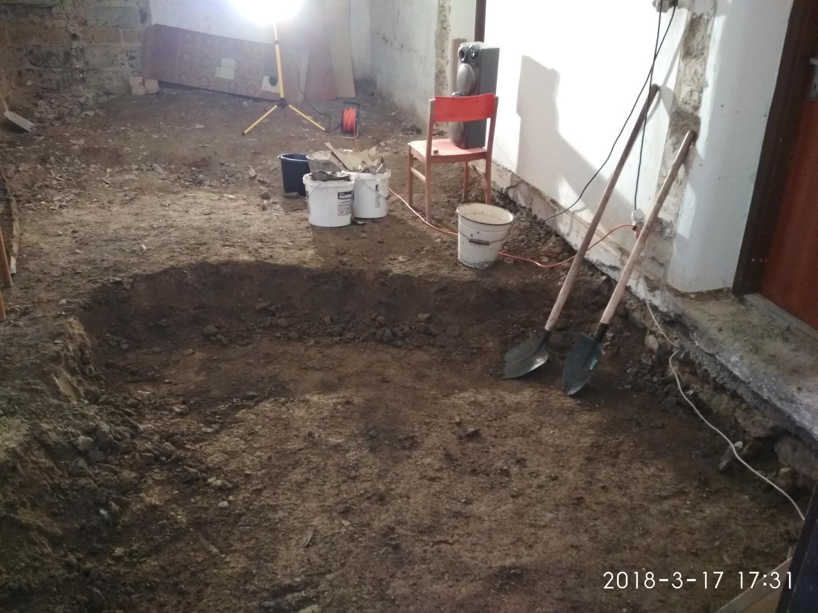 RD Ličartovce rekonštrukcia - Prehlbovanie podlahy