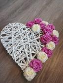 Ratanové srdce s růžičkami,