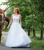 Bílé krajkové svatební šaty, 38