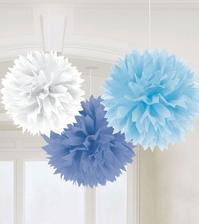 Pom poms. Bílé, bledě modré, modré.  Budou doplněné papírovými lampióny.