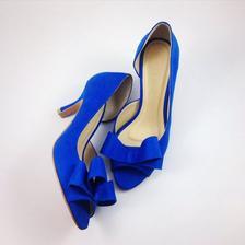 Sehnat elegantní modré boty, zdá se, zatím, nemožné.