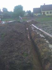 upršený červen 2009 v tomhle marasu jsme pokládali přípojky