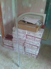 19.5.2010 dnes navezeny obklady pro dolní koupelnu :-)