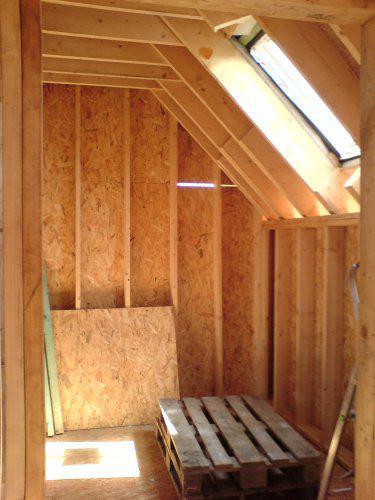 8.8.09 už je pokrytá  střecha - střešní okno koupelna