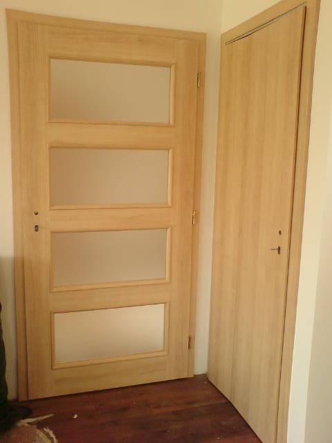 13.7. dveře obývák a komora pod schody