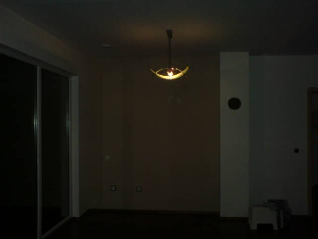 Konečně pověšený a svítící lustr z původního bytu