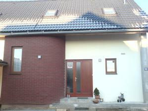 26.11.2010 Detail dveře, ještě sloup vpravo přijde obložit cihlačkami ...až na jaře....
