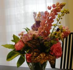 růžičky při tom rychlém a pořádném oteplení rychle odkvétají, tak honem s nimi do vázy, aby udělaly i doma trochu parády a provoněly nám dům