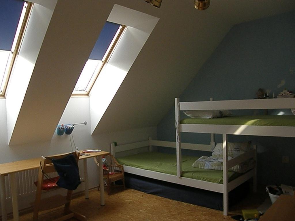 Rd - klukům jsem před časem natřela postele na bílo :-)